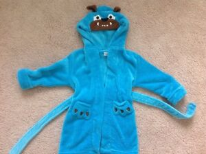 Beautiful soft robe with a hood - size 2/3 T