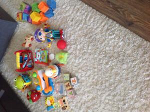 Lot jouets bébé 12-36 mois