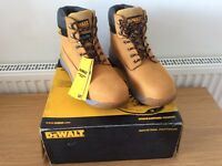 Dewalt safety boots size 9 / UK 43