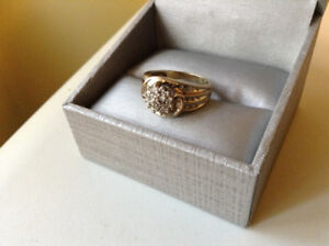 GOLD RING DIAMOND CLUSTER SIXE 7  10k WOMENS