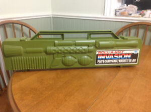 1983 Roll-a-mat invasion play & carry case