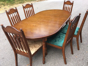 Extendable diningroom table with six arrowback chairs $125.00