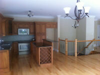 BEAUTIFUL TOWNHOUSE IN THE KNOLLS