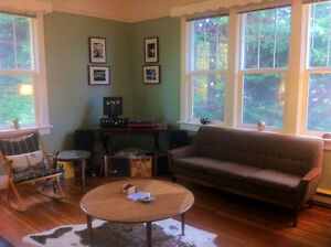 Stylish, Fully-Furnished 2-Bedroom Apartment near Camosun & UVic
