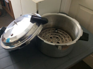 Extra large pressure cooker