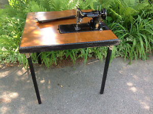 SINGER FEATHERWEIGHT SEWING MACHINE TABLE