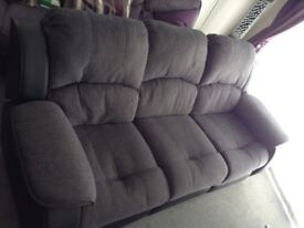 6 mth old Chicago 3 seater reclining sofa