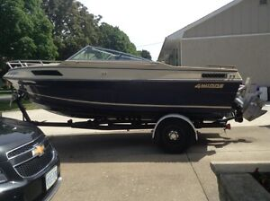 4 WINNS 19FT Boat and Trailer.(reduced to 2400 from 3250) AS IS