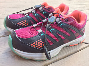 Salomon gore tex girl's kids shoes size 3 (US), water proof.