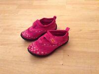 Beach shoes Girls size 7