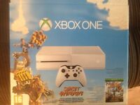 Limited edition White Xbox One 500GB and 7 games