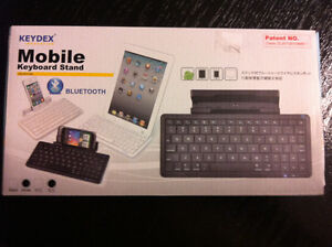 Wireless keyboard with Bluetooth technology Supports IPhone Ipad