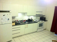 2 closed rooms, 3 minute WALK to Station Cotes des Neiges