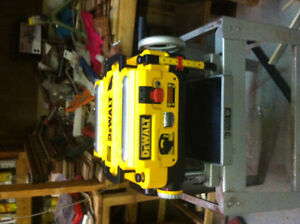 DEWALT 735 THICKNESS PLANER