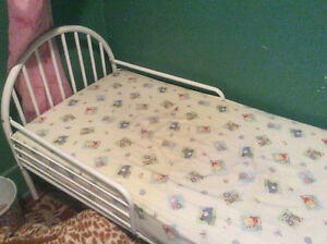 Toddler bed Cornwall Ontario image 1