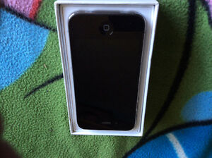 iPhone 4 whit white iPhone charger and box unlocked