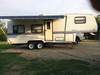 27.5 ft fifth wheel holiday trailer