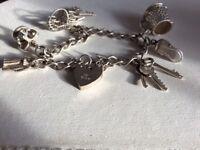 Solid silver charm bracelet hallmarkt for silver