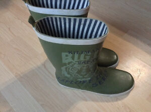 Youth size 6 rubber boots