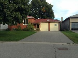 Barrie, 3 bedroom entire upper level utilities included!!!