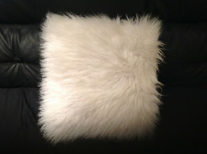 White accent pillows Kitchener / Waterloo Kitchener Area image 2