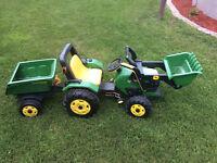 Tracteur John deer a pédale pour enfant. 40$