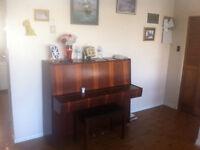 Up right Irmbach Piano