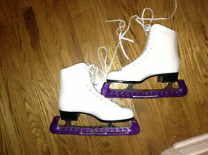 Ladies quality CCM Figure skates size 9 for sale