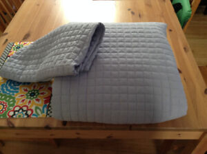 Quilted bedspread (purple, king-sized, used)