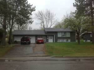 3 bdr bi-level with 2 car attached garage,Great Location