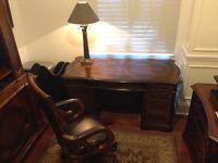 Bureau exécutif et chaise pivotante en cuir