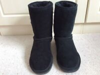 Genuine Bearpaw suede boots black size 5