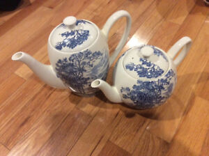 Countryside Wedgewood coffee and tea pots.