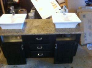 Jacuzzi and double sink, very good condition.