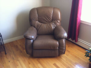 Lazy boy reclining couch and chair