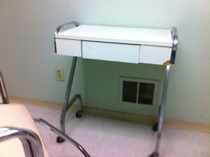 WHITE MANICURE TABLE FOR SALE