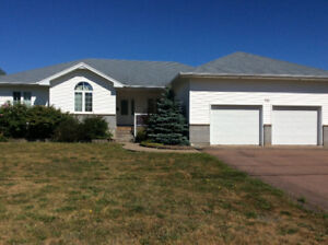 Dieppe - Large Lot - Bungalow 2 Car Garage with Pool