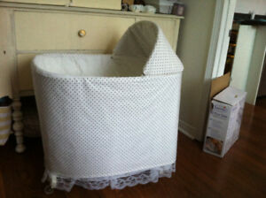 Moise d'osier antique - Wicker antique baby bed