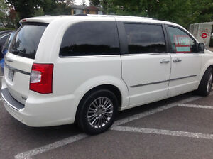 2011 Chrysler Town & Country Fourgonnette, fourgon