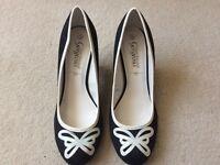 Size 6 new look heels.