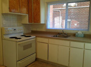 NDG 3 1/2 $680 Heating, hot water included. 1 st floor. Balcony