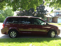 2009 Chrysler Town & Country Touring - 185,500 KM