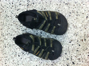 Brand New Keen Shoes - Size 11 kids