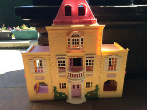 Fisher Price doll house excellent condition
