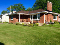 Iroquois Ont St Lawrence River view bungalow