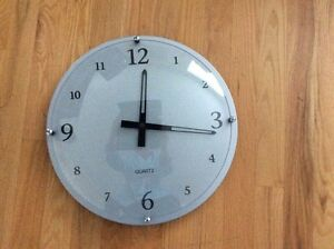 Beautiful Wall Clock dimension 15x15 West Island Greater Montréal image 1