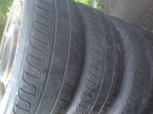 4 pneus sur roues