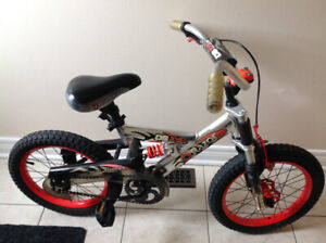 Razor Bike DS X16 inches wheels in ex co only 1 valve missing