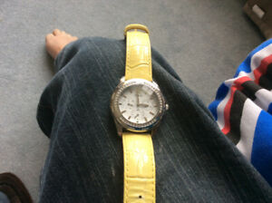 Guess multi fuctional watch white dial yellow braclet unsex