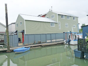 2br - 1330ft2 - BUY A HOUSE WITH A FREE BOAT!! - $180,000.00